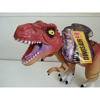 """Dinozauras """"Reksas"""" su garsu"""